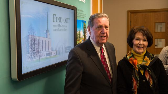 Elder Jeffrey R Holland with his wife, Patricia, at the London Hyde Park Visitors' Centre